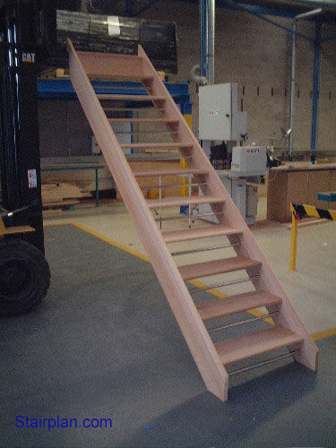 Straight open riser staircase